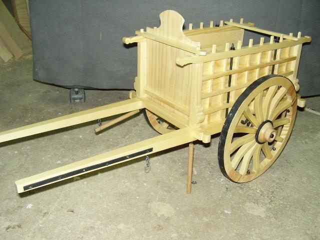 Artesan a en madera en vila carros de madera en for Carros de madera para jardin