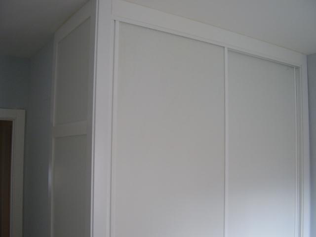 Forrado de interiores de armarios empotrados en avila - Lacar madera en blanco ...