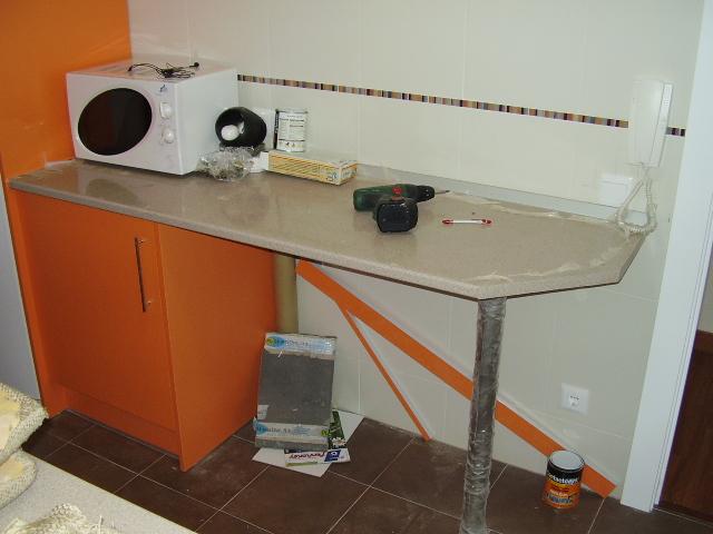 Muebles de cocinas modernas en avila muebles de cocina for Cocinas con peninsula y mesa