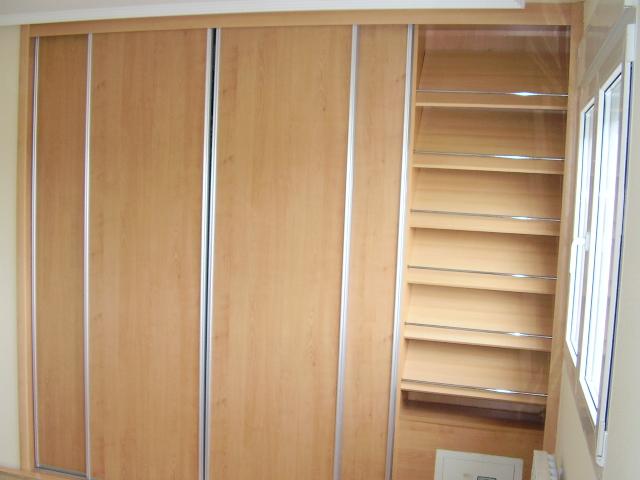 Foto de armario zapatero en un modulo de un armario empotrado for Zapatero empotrado