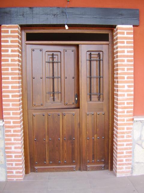 Puertas en vila puertas de madera r sticas en vila for Puertas rusticas de madera