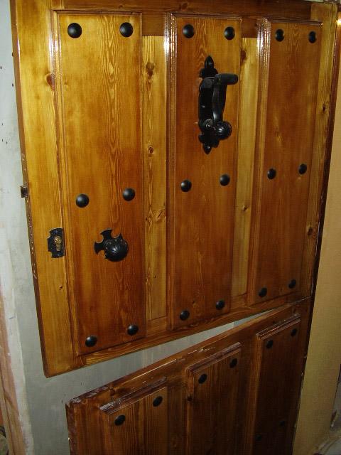 Puertas en vila puertas de madera r sticas en vila for Puertas de cocina rusticas