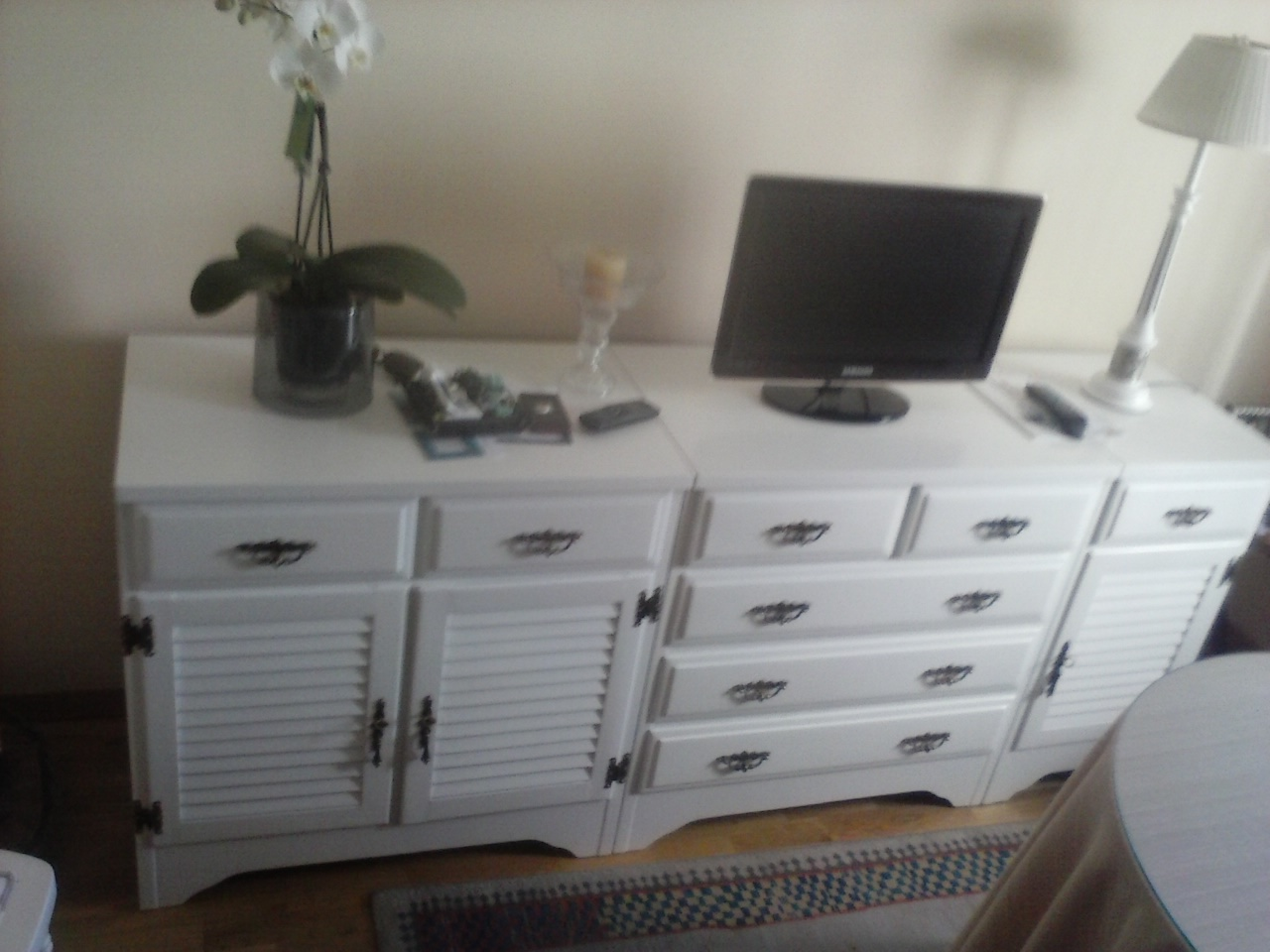 Lacados en blanco negro y color de puertas y lacado de for Muebles de salon lacados