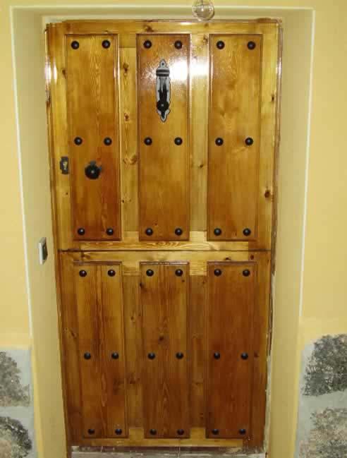 Puertas en vila puertas de madera r sticas en vila - Herrajes rusticos para puertas ...