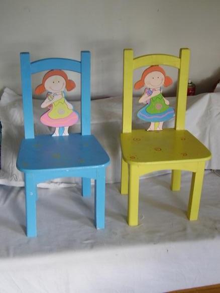 Mobiliario infantil en madera en vila for Muebles infantiles mesas y sillas