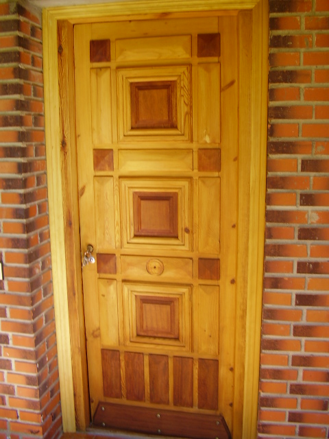 Como decapar una puerta de madera y un mueble for Colores para puertas exteriores