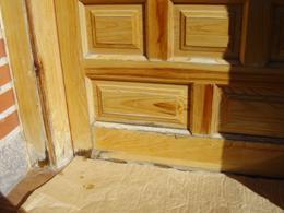 Como decapar una puerta de madera y un mueble for Como restaurar una puerta antigua de madera