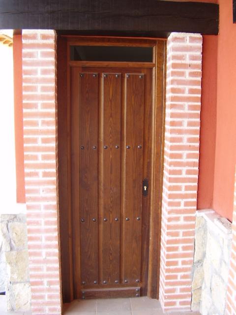 Puertas en vila puertas de madera r sticas en vila for Disenos de puertas rusticas en madera